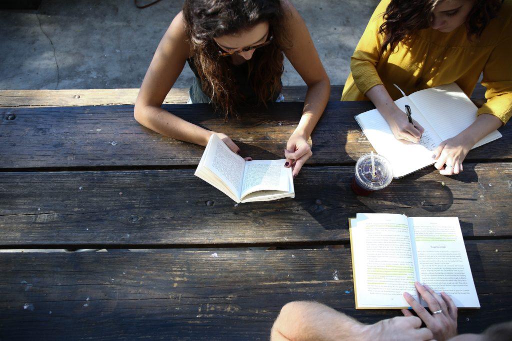 travail de groupe coaching bien-être etat d'esprit amour de soi introspection atelier